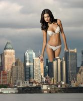 Giantess Jammie Gunns by 1trough100