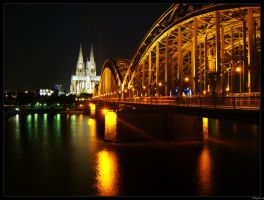 Cologne at Night 2 by xLnd