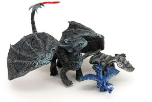 Toothless and two babies by hontor