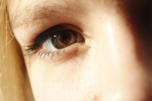 Eye in the sunlight by Dodephine