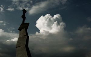 Skulpture and sky by aktron