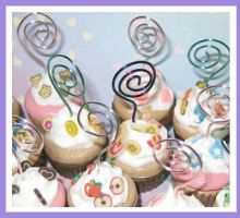 Iced Cupcake Photo Holders by softbluecries