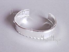 Silver bangle by magickmagpie