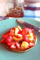Pancakes with Honey banana and strawberries by fizzi-jung
