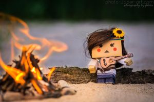 Lilly, the guitar and the camp fire... by FeliDae84