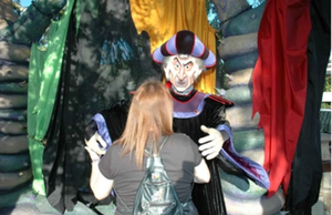 Frollo beckons to my sister by ChristineFrollophile