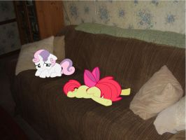 Applebloom and Sweetie Belle Sad by Catoz