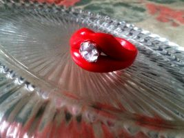 Red diamond lips ring by Keykee88