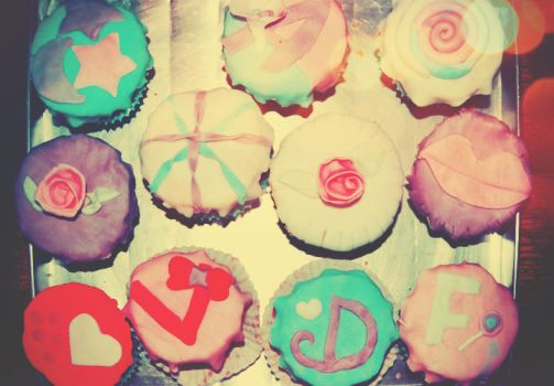 cupcakes by fayellow