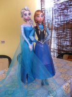 Anna and Elsa (Frozen) Papercraft by Sabi996