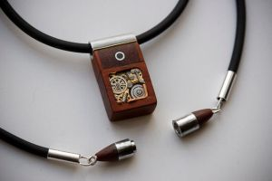8GB Paduak Mechanical Memory Pendant by back2root