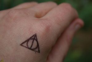 The Deathly Hallows.. by bellajynx