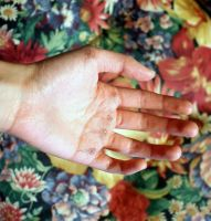 Flowers on my fingers by blanklives