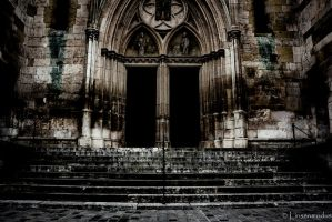 Old walls by Linsenmodus