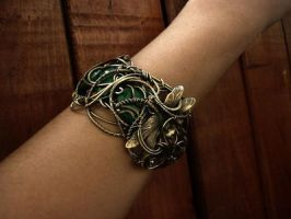 emerald bracelet brass wire by DARiyaKUTEPOVA