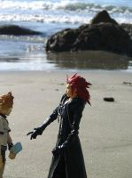 axel and roxas at the beach 1 by blackbird-sing