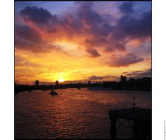London Sunset by hepiladron