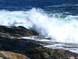 More waves at Pemaquid by davincipoppalag