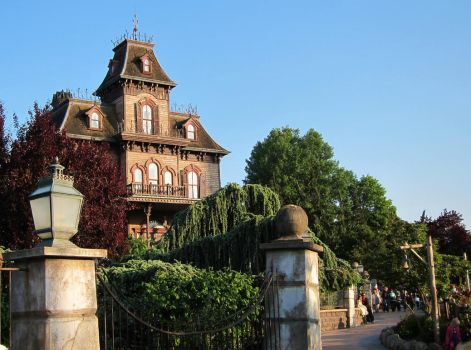 Phantom Manor by tipoons
