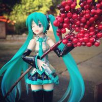 Miku With More Red Berries by jen-den1