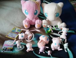 A small Mew collection by Miyukikyki