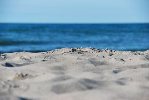 laying in the sand by ackermaennchen