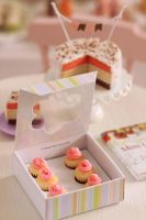 1:12 scale Neapolitan Cupcakes with box by Almadejonge