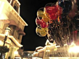 Mickey Mouse's Balloons by lenlen46