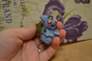 Needle Felted Bulbasaur by feltieflaffy