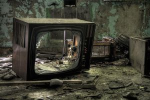Trought the screen by kromo