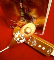 Zelda Triforce Nunchuk by merryalycen