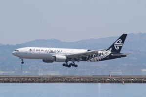 Air New Zealand B777-219(ER) by AnthonyC12