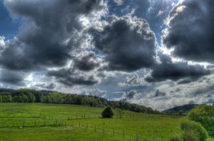 Clouds n Grass by oPiUmGER
