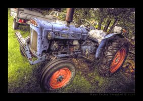 Trusty Old Tractor by Taragon