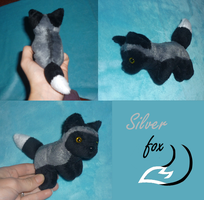 Mini magnet plush: silver fox by goiku