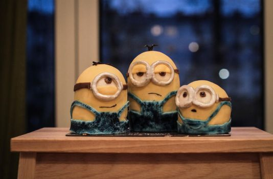 minion cakes by MrTaxiSock