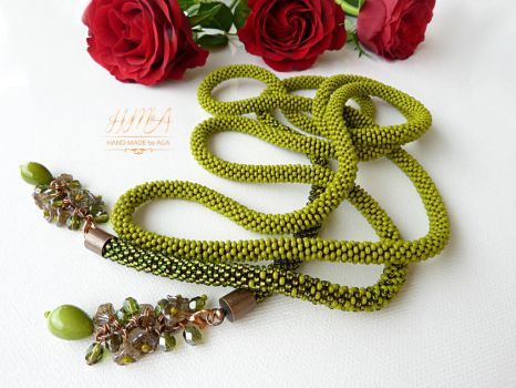 Long green bead crochet lariat necklace by nikkichou