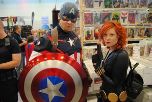 Niagara Falls Comicon 2015 - Cap.A and Black Widow by TheWarRises