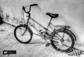 Bicycle in Black and White HDR by kuriee