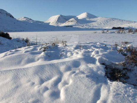 Blackmount in the snow by photogold