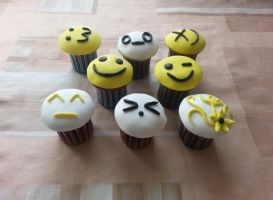 Smile cupcakes by indievidividual