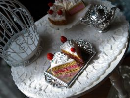 Miniature Strawberrycake Slice by ChocolateDecadence