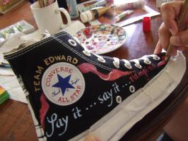 Hand Painting Your Converse by alcat2021