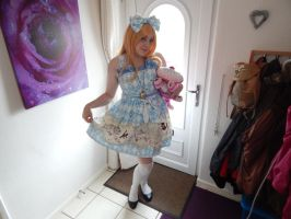 Alice in Wonderland by MochiFairy