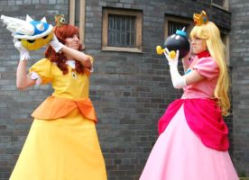 Daisy vs Peach! by JustPeachyCosplay