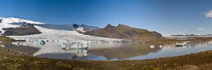 Glacial lake Iceland by troubleacm