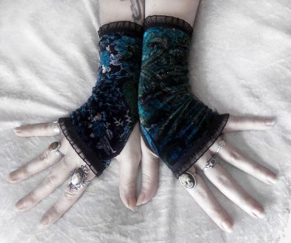 Amsonia Velvet Fingerless Gloves by ZenAndCoffee