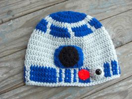 R2D2 Crochet Hat by TheCrochetDragon