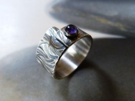 Textured amethyst ring by Kreagora