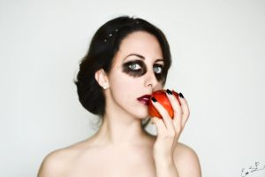 Twisted Fairytales: Snow White by Chuchy5